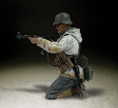 25114 - German Grenadier in Parka Kneeling Firing Stg44, No.3