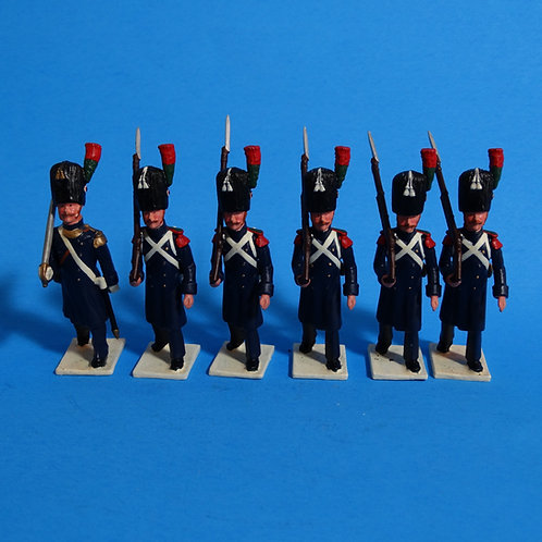 N132 - Officer and Five Men Marching Right Shoulder Arms - Foot Grenadiers