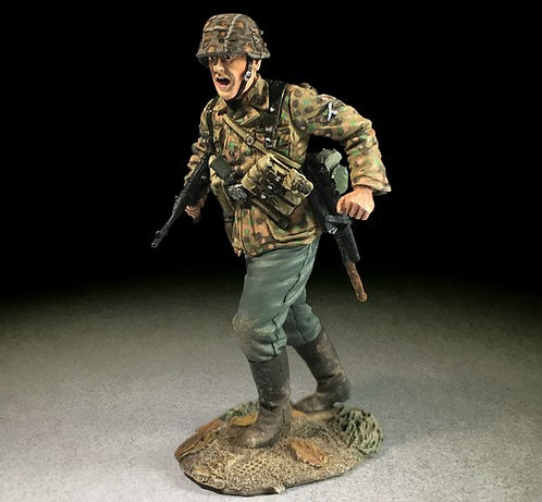 25063 - Waffen SS Advancing with MP-40