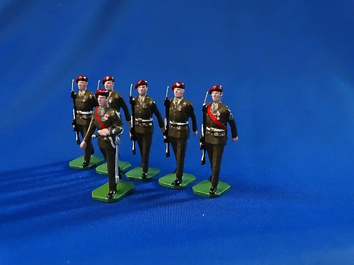 COMS-50 - The Parachute Regiment, 1 Officer, 5 Other Ranks Marching