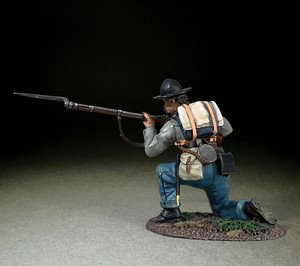 31267 - Confederate Infantry Kneeling Preparing to Fire