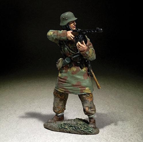 25119 - German Waffen SS in Italian Camo Standing Firing PPSH 41