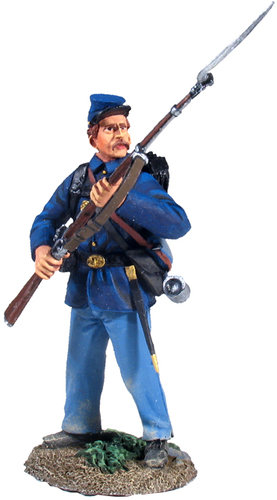 31125 - Union Infantry in Sack Coat At-The-Ready No.2