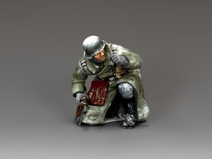 BBG090 - Kneeling Winter Officer