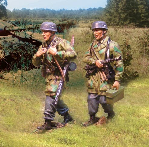 COJG-066 - CS00577 - Fallschirmjaeger Marching with MG and Assistant (2 Figures)