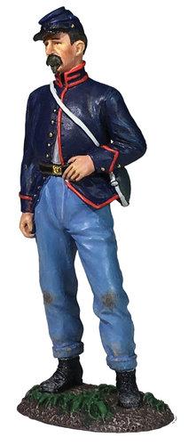 31283 - Federal Artilleryman Standing With Hand On Belt