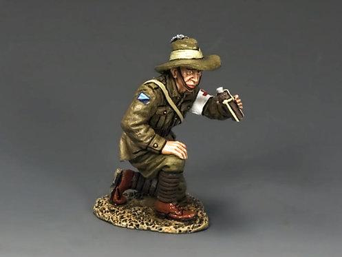 AL061 - Kneeling Medic