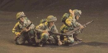 DD020A - Three kneeling watching and waiting 82nd AirbornePathfinders