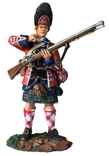 16056 - 42nd Royal Highland Regiment Grenadier Standing Tearing Cartridge, 1760-