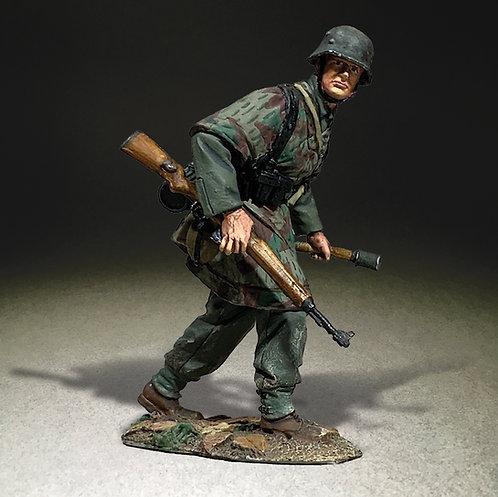 25111 - German Grenadier Advancing with Grenade 1943-45