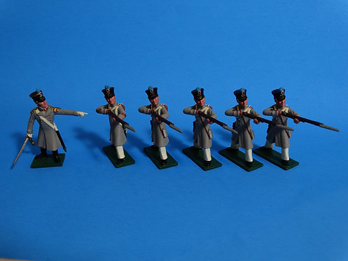 N112 - Officer, Sergeant and Four Men Standing Firing - Fusilier