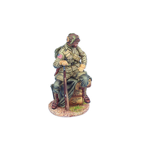 NOR067 - US 101st Airborne Paratrooper Sitting on Crates