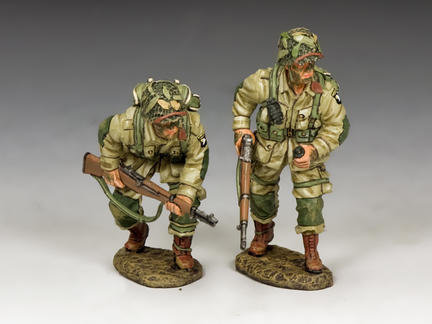 DD288-2 - US Paratroopers Moving Forward Cautiously (101st)