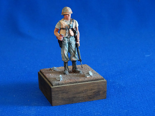 NR-059 - US Soldier - Metal on Wood Base - (Scale: 50mm (SMALLER THAN 54mm)