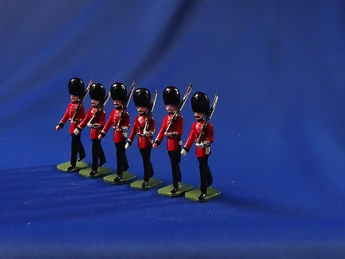 COMS-67 -The Welsh Guards - 6 Figures Marching