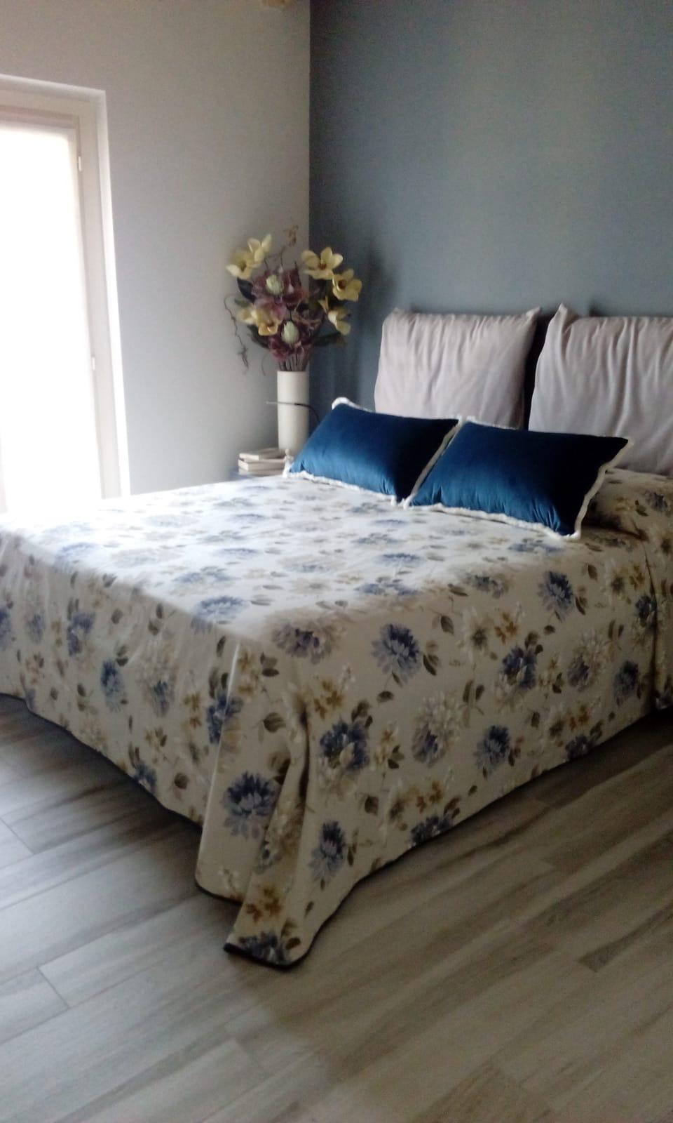 Copriletto a lenzuolo e cuscini in vellu