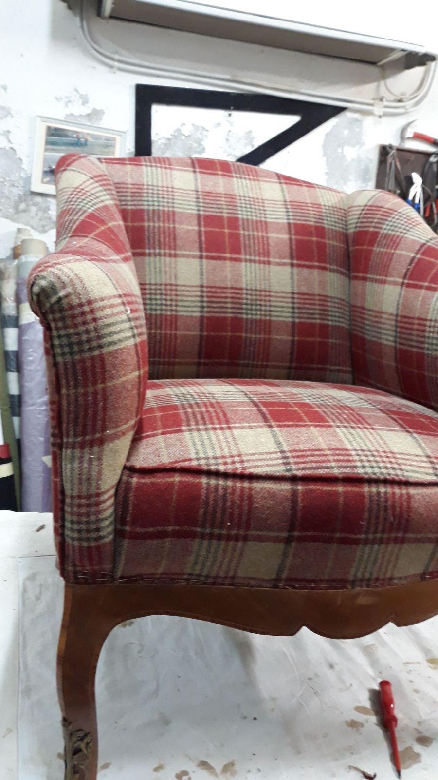 Poltrona con tessuto scozzese di lana