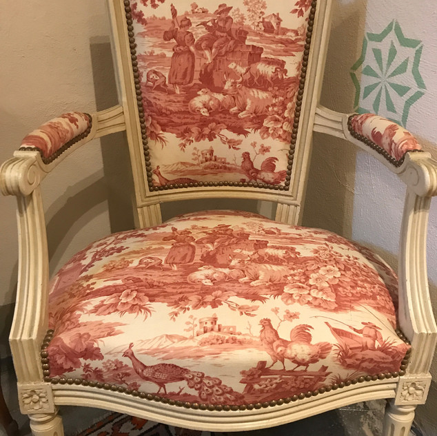 Poltroncina in lino toile de Jouy