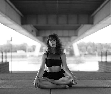 elke_waibel_yoga_lotus.jpg