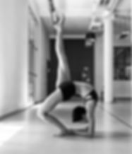 Aya Jäger in der Hot Yoga - Pose Eka Pada Urdha Dhanurasana (One Legged Wheel)