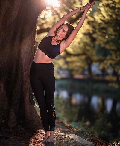 Yogalehrer Klaudia in Ardha Chandrasana Half Moon Pose