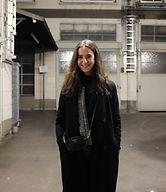 Anna Minner vor unserem Yogastudio