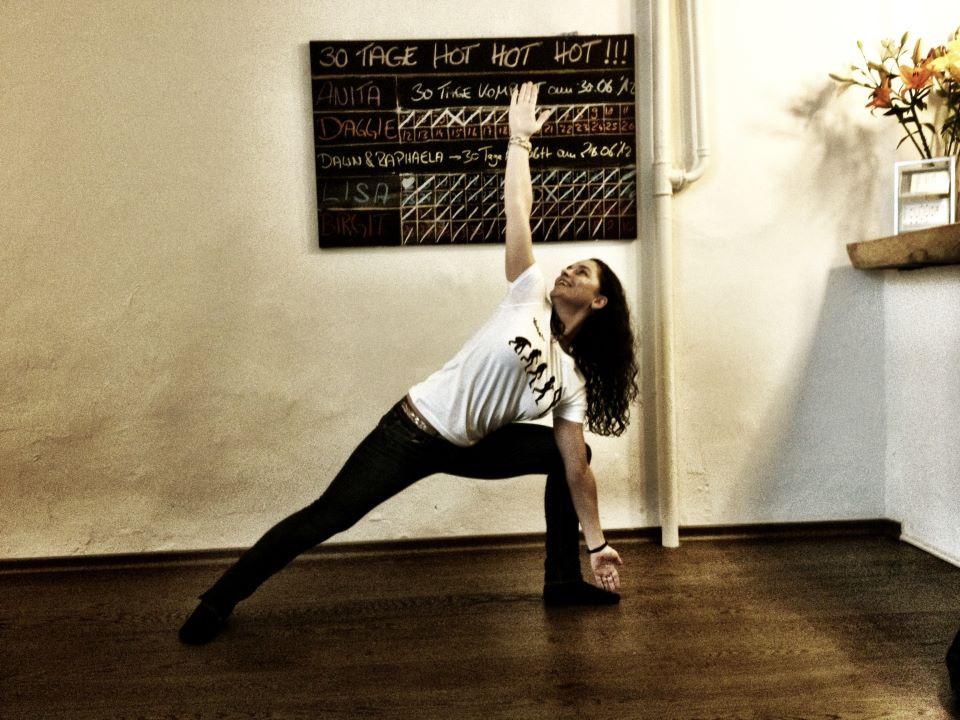 30 days hot yoga challenger anita