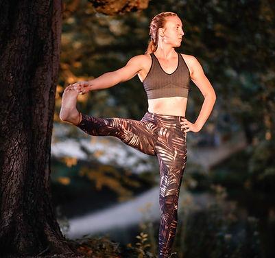 Yogateacher Rosi Hand to Toe Pose
