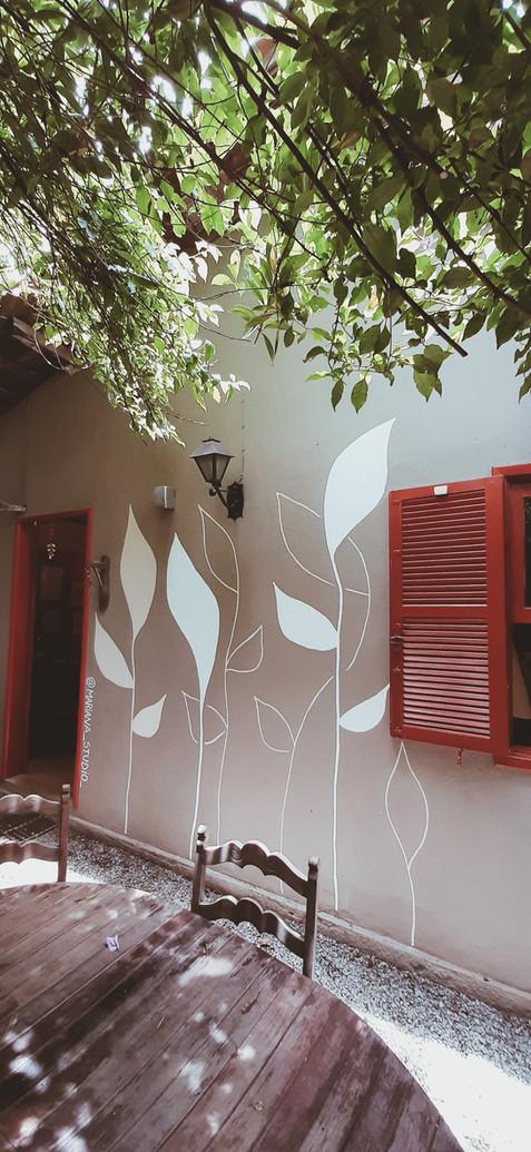 Wall painting at the Garimpo Secretário Antiquário e Bistro, Itaipava, RJ - 2019