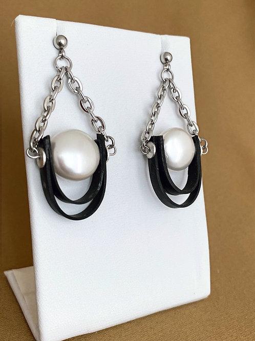 Crystal pearl double loop inner tube earrings