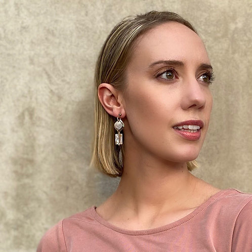 Gem cufflink earrings with mother of pearl