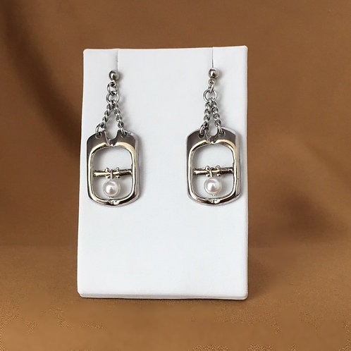 Small buckle earrings with crystal pearl.