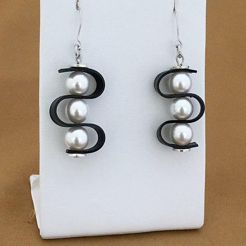 Pearl swag earrings