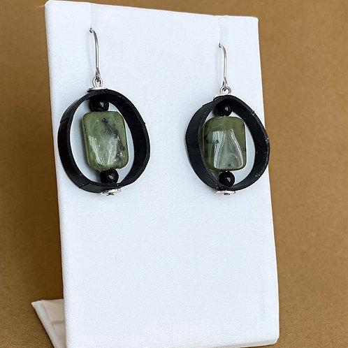 Jade and onyx circle inner tube earrings