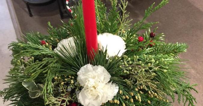 Centerpiece greenery and carnation.jpg