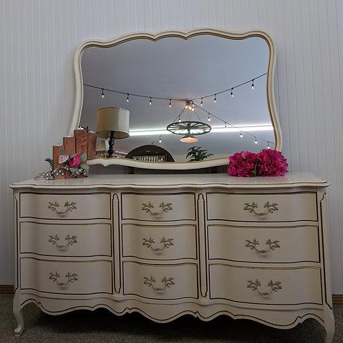 French Provincial 9 Drawer Dresser w| Mirror