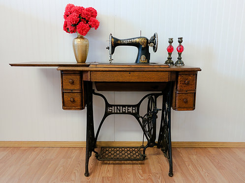 Antique Singer Sewing Machine w| Tradle
