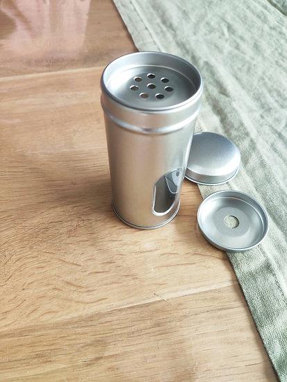 Boite ronde avec saupoudoir à épices