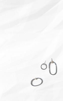 05:00 Double Ring 08:00 Earring