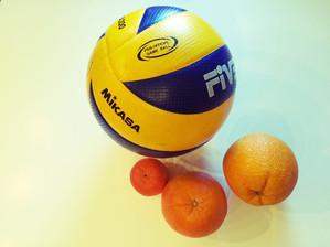 Тренировка координации и равновесия с волейбольным мячом. Часть 1.