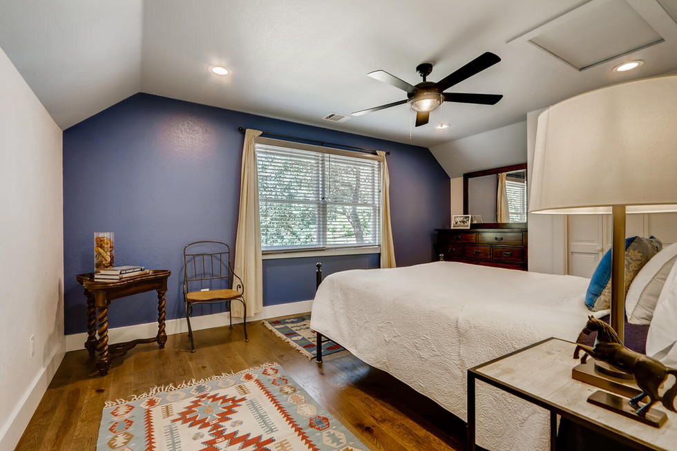 10210 Crumley Ranch Rd Austin-large-022-016-2nd Floor Bedroom-1500x1000-72dpi.jpg