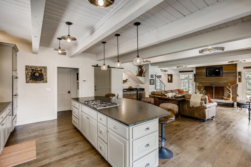 10210 Crumley Ranch Rd Austin-large-011-010-Kitchen-1500x1000-72dpi.jpg