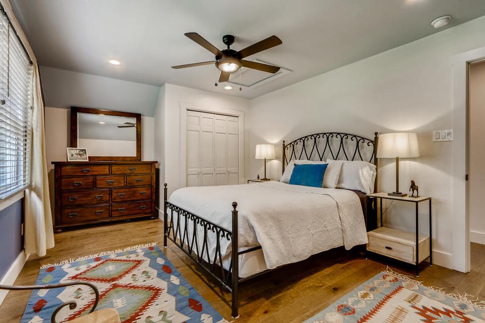 10210 Crumley Ranch Rd Austin-large-023-043-2nd Floor Bedroom-1500x1000-72dpi.jpg