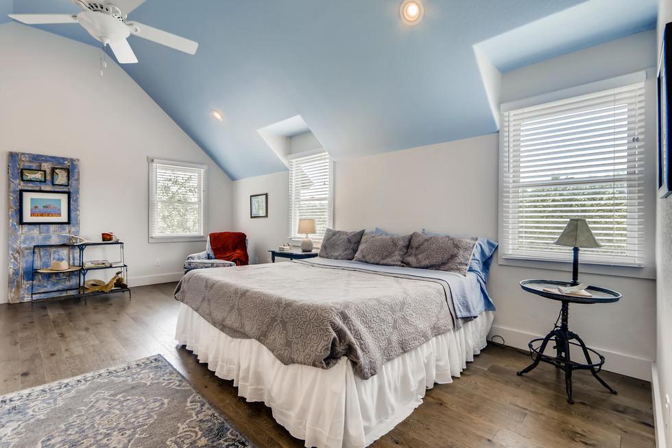 10210 Crumley Ranch Rd Austin-large-018-042-2nd Floor Bedroom-1500x1000-72dpi.jpg