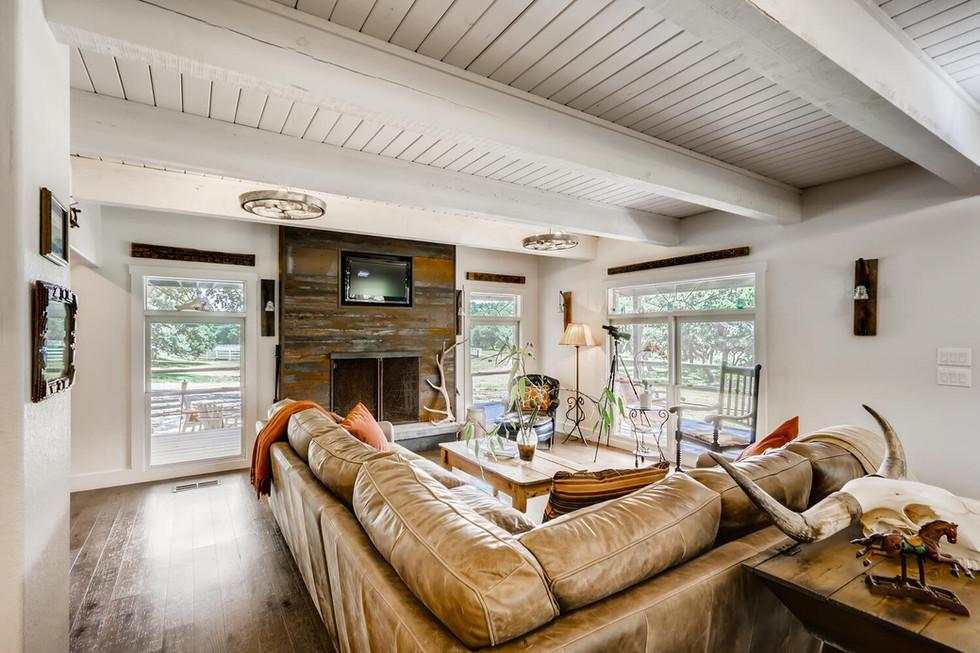 10210 Crumley Ranch Rd Austin-large-004-005-Living Room-1500x1000-72dpi.jpg