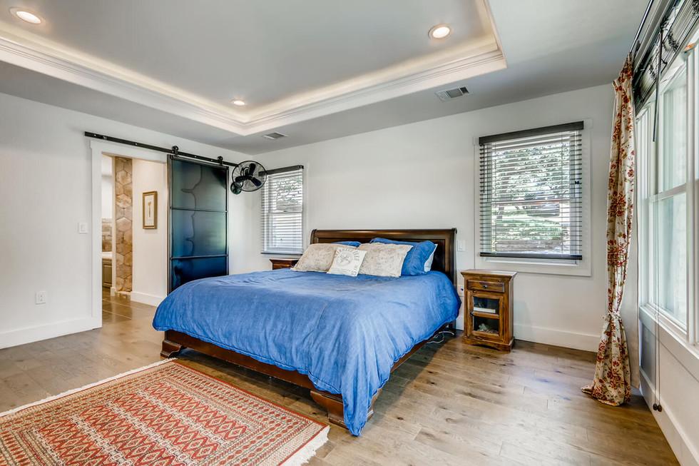 10210 Crumley Ranch Rd Austin-large-013-044-Primary Bedroom-1500x1000-72dpi.jpg