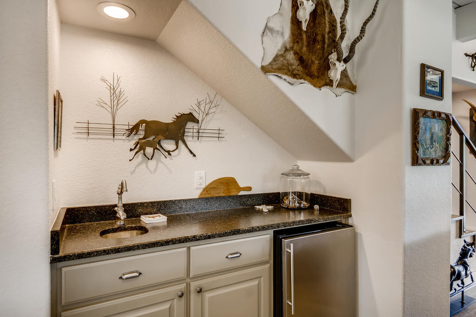10210 Crumley Ranch Rd Austin-large-025-026-Wetbar-1500x1000-72dpi.jpg
