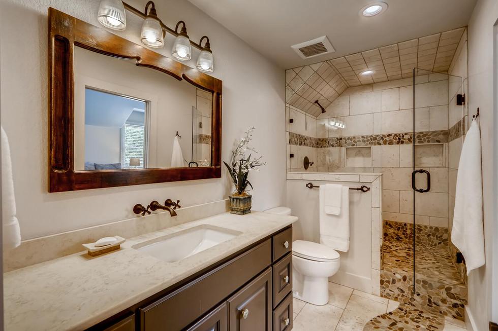 10210 Crumley Ranch Rd Austin-large-021-019-2nd Floor Bathroom-1500x1000-72dpi.jpg