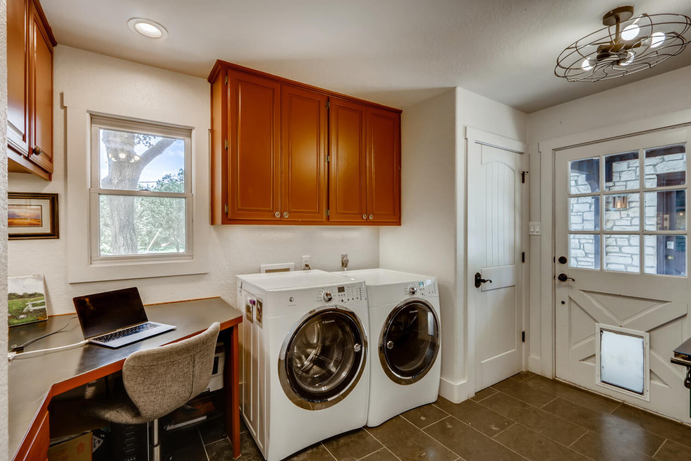 10210 Crumley Ranch Rd Austin-large-024-022-Laundry Room-1500x1000-72dpi.jpg