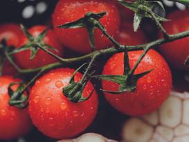 kaboompics_Cherry tomatoes - garlic - ba